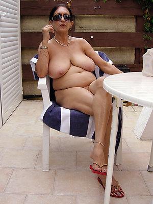 mature bbw women posing nude
