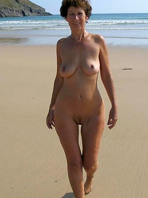 cuties mature within reach the beach pics