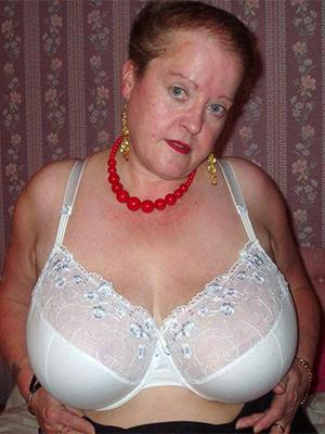 hotties big titted mature women