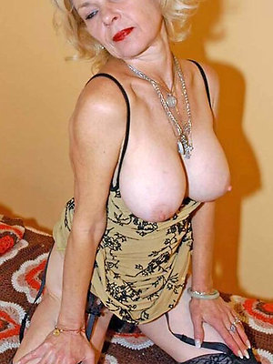 blonde mature pussy posing nude