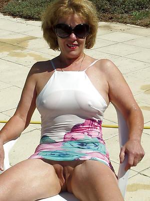 hotties mature pussy upskirt