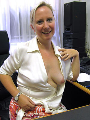 homemade mature wife posing nude