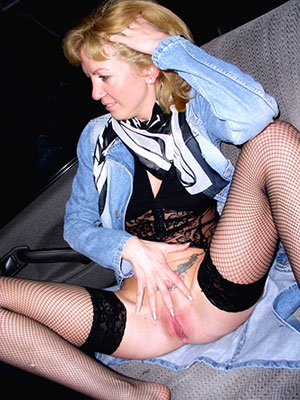 sexy old waxen women displaying her pussy