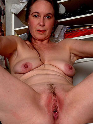 mature dishevelled pussy displaying her pussy