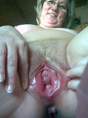 sexy old women pussy posing nude