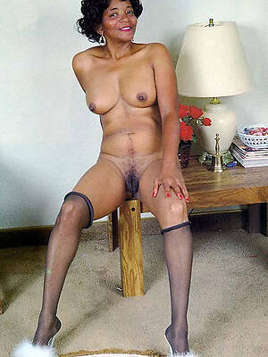 mature ebony mamas displaying the brush pussy
