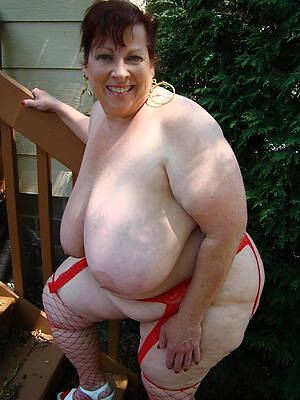 thick mature posing nude
