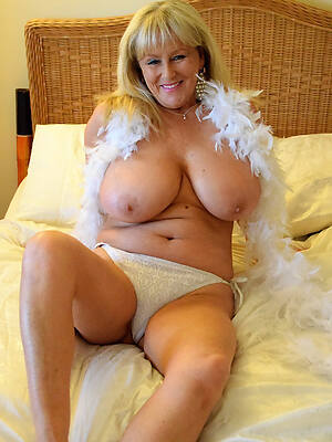 naked pics of sexy old mature women