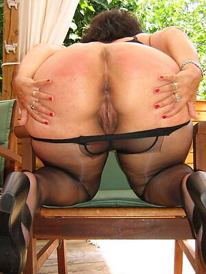 beamy booty mature posing nude