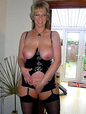 nude mature housewives pictures