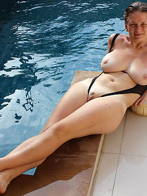 hot sexy mature in bikini pics