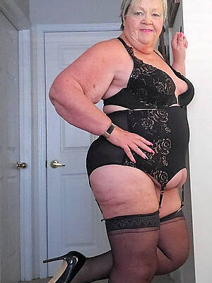 old sexy women posing nude