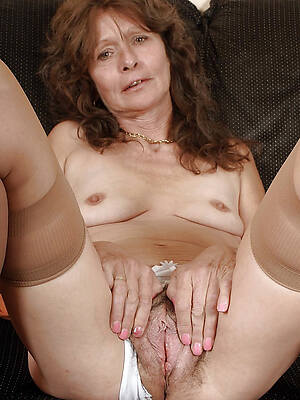 hot down in the mouth older mature pussy