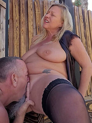eating mature pussy amateur porn pics