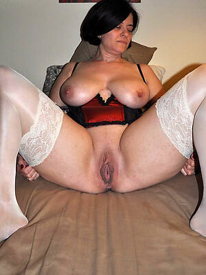 naked mature shaved pussy pics