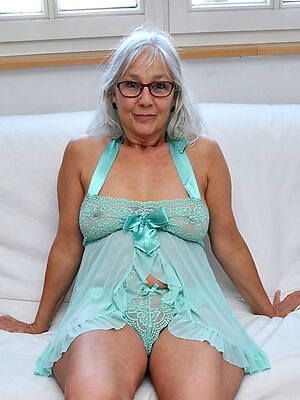 mature granny posing in the altogether