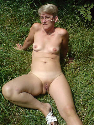 bungler outdoor mature posing nude
