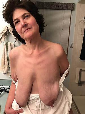 horny mature saggy tits naked pics