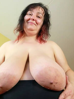 sexy mature saggy tits posing nude