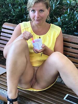 mature upskirt pussy