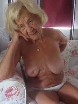 beautyes mature grandma pussy posing nude