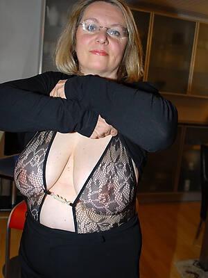 sexy dressed mature women pics