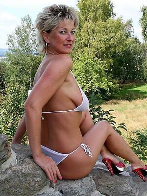 naked pics of sexy mature bikini