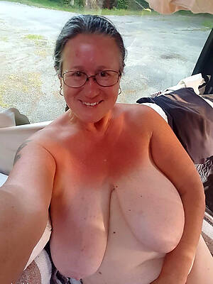 crazy sexy age-old women showing pussy