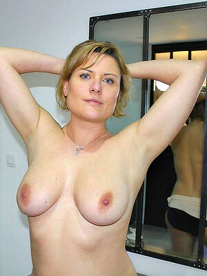 real amateur mature stripped
