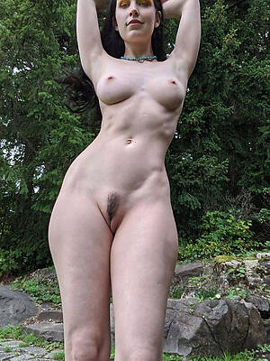 comely matured outdoor pics