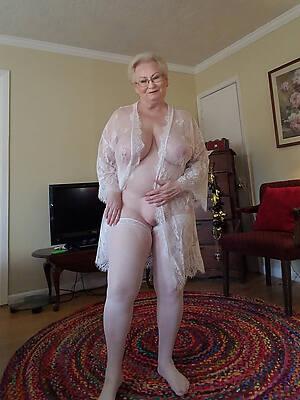 hot mature grandmothers stripped