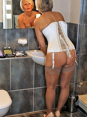naked pics of english mature housewives