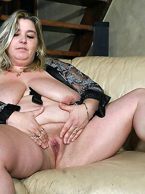 thick mature woman pussy photos