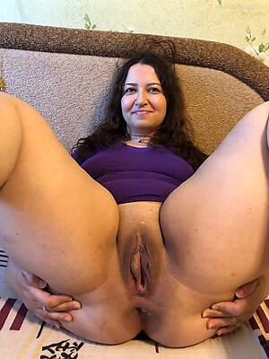 mature shaved milf sex pics