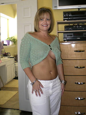 mature housewives pics