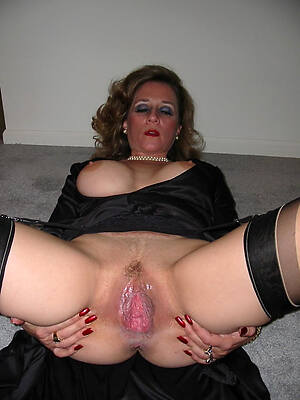 elegant hot mature lady nude