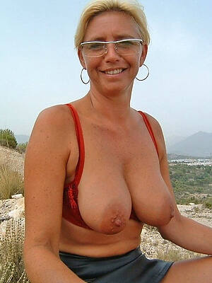 amateur naked mature with glasses descry thru