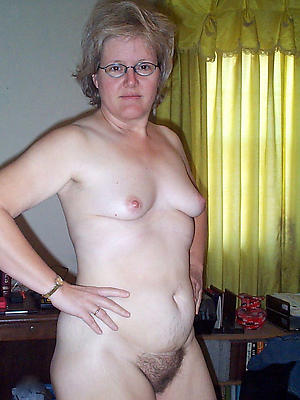 gorgeous natural busty mature