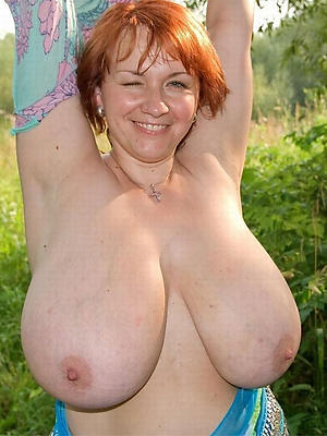 mature broad in the beam tit posing nude
