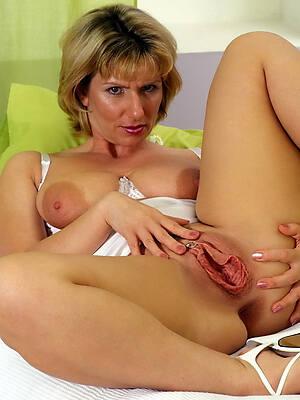 elegant mature vulva bared