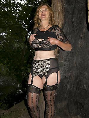 lingerie mature women naked pics