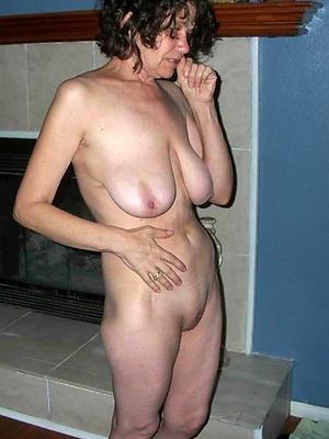 mature girlfriend posing nude