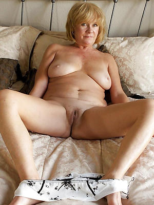 horny mature moms posing nude