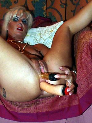 naughty mature women masturbating