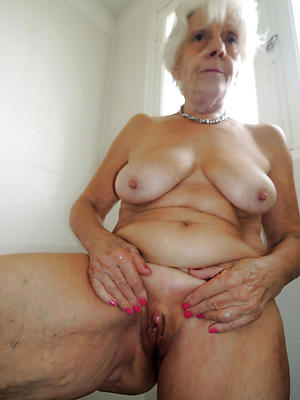 mature women masturbating posing nude