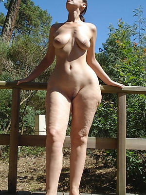 real mature women posing nude