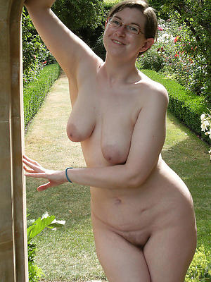 real mature naked women stripped
