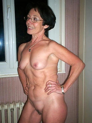 real mature moms posing nude