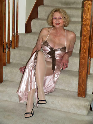 cross housewife mature