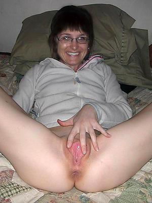 xxx unorthodox mature milf masturbating